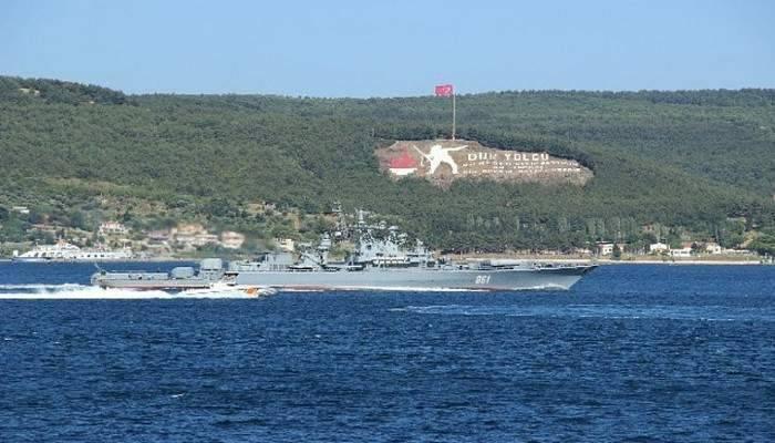 Rus gemileri boğazdan peş peşe geçti
