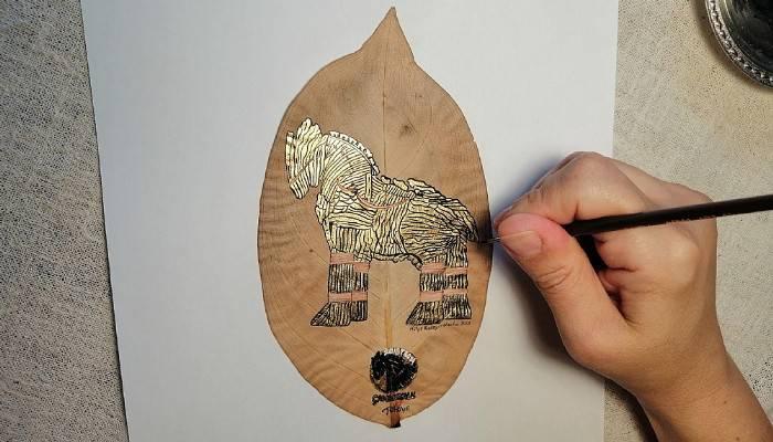 5 bin 600 yıllık Troya efsanesini yapraklara işliyor