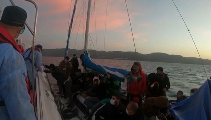 Ayvacık açıklarında 29 kaçak göçmen kurtarıldı, 2 insan kaçakçısı yakalandı
