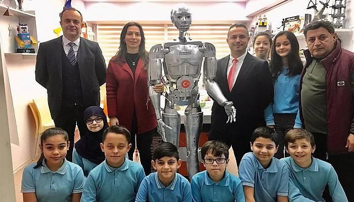 Yaptıkları robota vefat eden öğretmenlerinin adını verdiler
