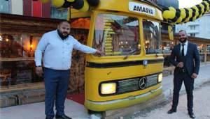 Bu kafeye belediye otobüsünden giriliyor