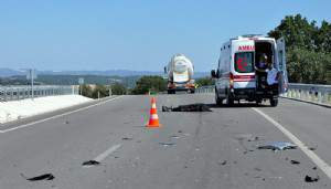Kamyonetinin brandasını bağlarken otomobil çarptı: 1 ölü