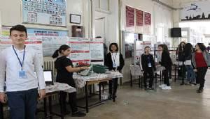 Cumhuriyet Ortaokulu'nda bilim fuarı