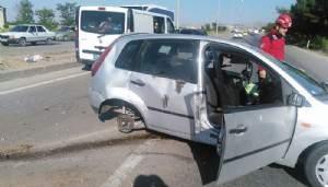 Kadın Sürücü, Elektrik Direğine Çarparak Öldü