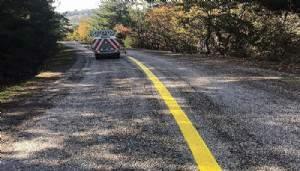 Köy yollarına sarı çizgi çiziliyor