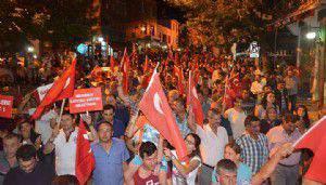 Ayvacık'ta demokrasi şehitleri için 5 bin kişi yürüdü